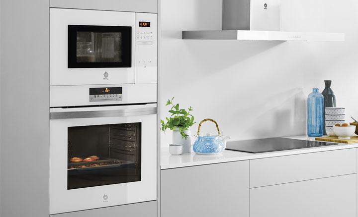 Cocina con horno y microondas Balay