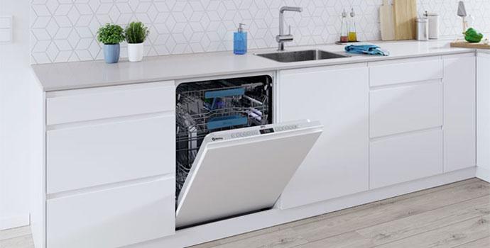 Lavavajillas con un completo equipamiento